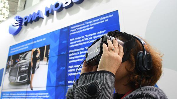 Генеральный директор Государственной Третьяковской галереи Зельфира Трегулова на стенде МИА Россия сегодня на Российском инвестиционном форуме в Сочи