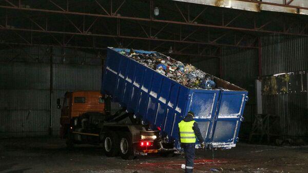 Вывоз твердых коммунальных отходов для дальнейшей переработки из поморского села Териберка Мурманской области