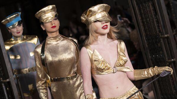 Показ коллекции Pam Hogg на Неделе моды в Лондоне