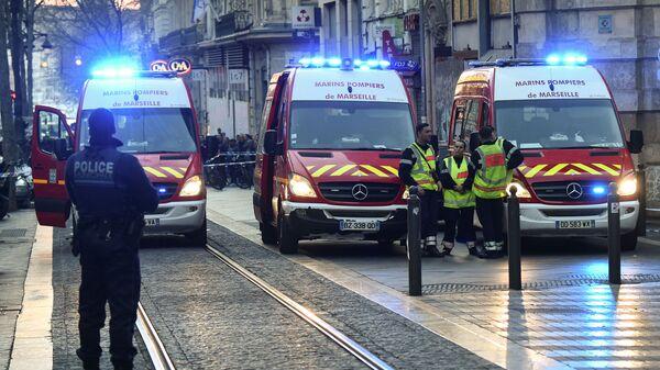Сотрудники правоохранительных органов Франции на месте нападения на людей в Марселе. 19 февраля 2019
