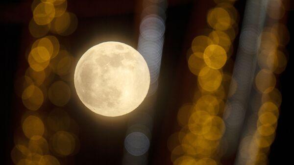 Президент РАН рассказал, зачем нужно исследовать Луну