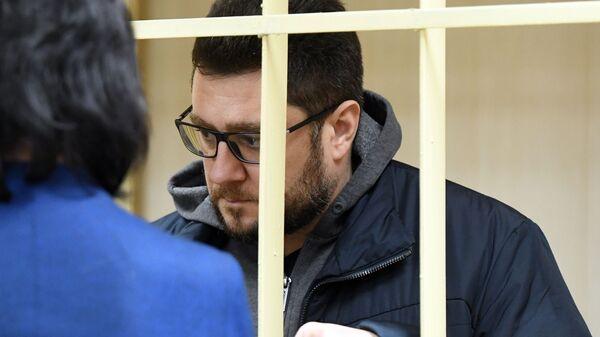 Временно исполняющий обязанности главы подмосковного города Дзержинский Сергей Грибинюченко в суде