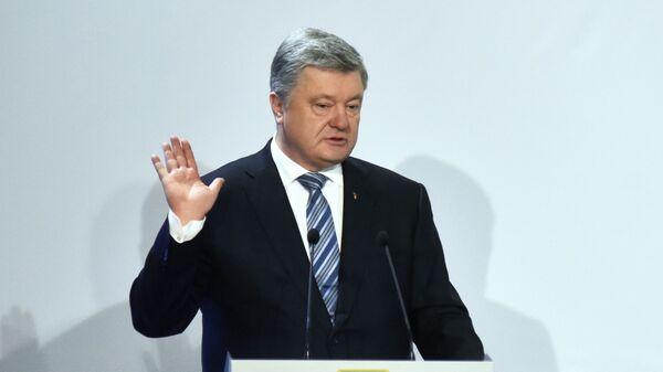 Президент Украины Петр Порошенко выступает во время предвыборной поездки во Львовскую область. 23 февраля 2019