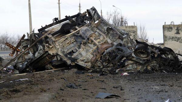 Гражданский автомобиль, подорванный на нейтральной территории в районе КПП  через линию соприкосновения Еленовка к северу от Донецка