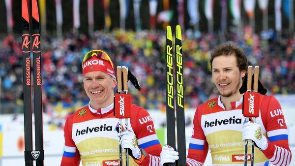 Слева направо: Глеб Ретивых (Россия) и Александр Большунов (Россия)