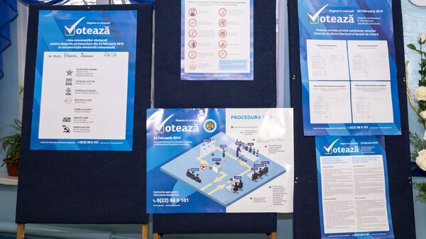 Информационный стенд на избирательном участке в Кишиневе. 24 февраля 2019