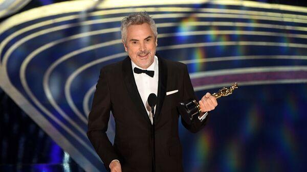 Режиссер Альфонсо Куарон, получивший награду в номинации Лучший фильм на иностранном языке за фильм Рома, на церемонии вручения наград премии Оскар-2019