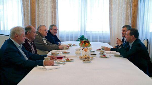 Председатель правительства РФ Дмитрий Медведев во время встречи с руководством Государственной Думы РФ и лидерами фракций политических партий. 25 февраля 2019