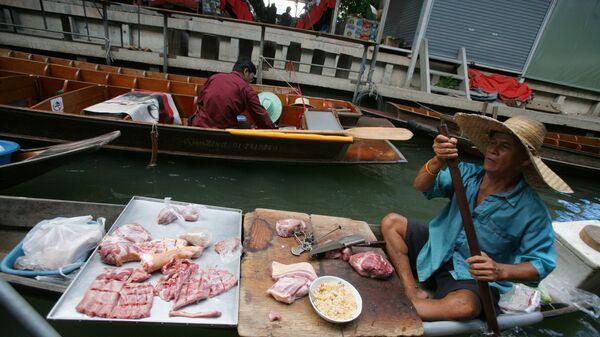 Рынок на воде в провинции Канчанабури, Таиланд