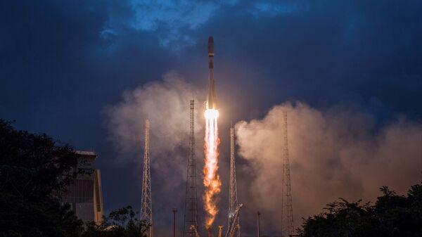 Старт ракеты-носителя Союз-СТ-Б с британскими спутниками связи OneWeb с космодрома Куру во Французской Гвиане