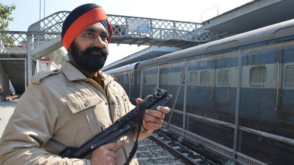 Патруль железнодорожного вокзала Attari в Индии