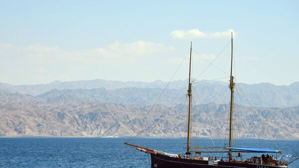 Прогулочная яхта в бухте Эйлата