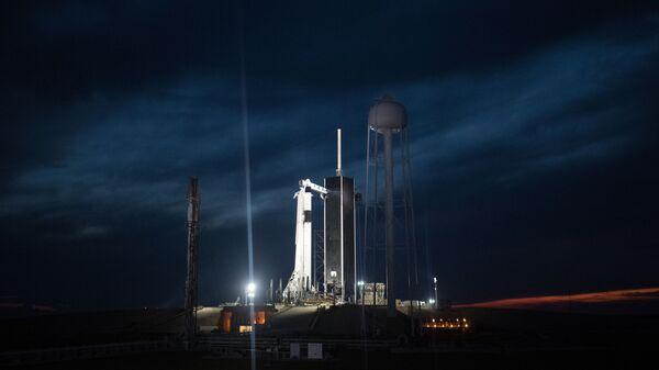 Ракета-носитель Falcon 9 с Crew Dragon, Флорида, США