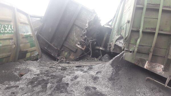 На месте схода вагонов с железорудным концентратом в Кемеровской области