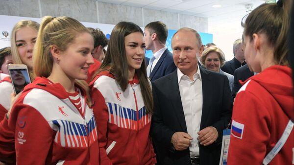 Президент РФ Владимир Путин во время встречи с членами сборной команды РФ на XXIX Всемирной зимней универсиаде 2019