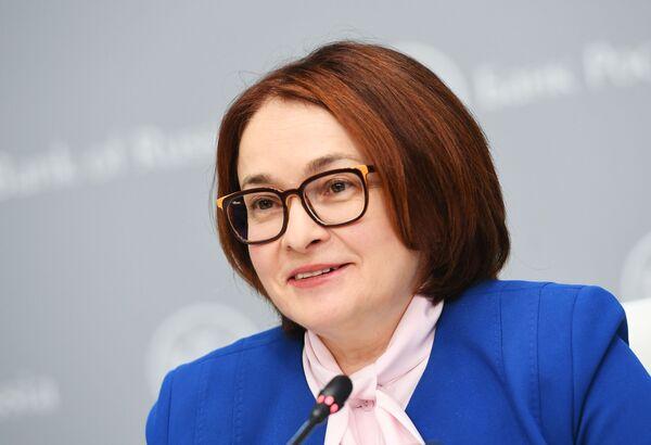 Председатель Центрального банка РФ Эльвира Набиуллина выступает на брифинге в Москве