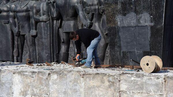 Демонтаж стелы Монумента Славы во Львове. 4 марта 2019