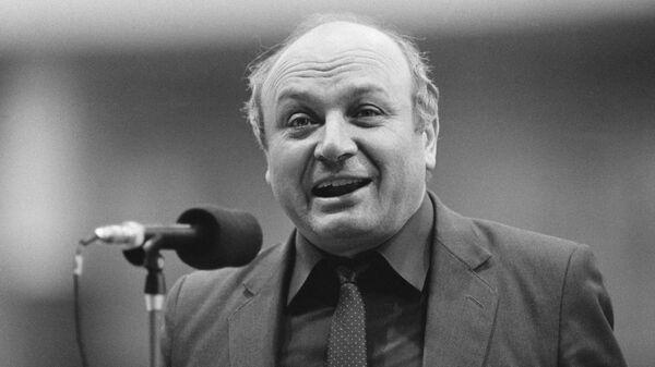 Писатель-сатирик Михаил Жванецкий. 1989 год