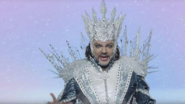 Скриншот видео рекламы препарата Гексорал с участием Филиппа Киркорова