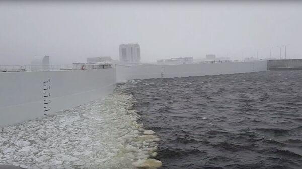 Затворы КЗС для предотвращения угрозы наводнения в Санкт-Петербурге. 9 марта 2019