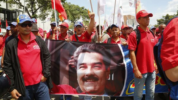 Участники акции в поддержку легитимного президента Венесуэлы Николаса Мадуро в Каракасе