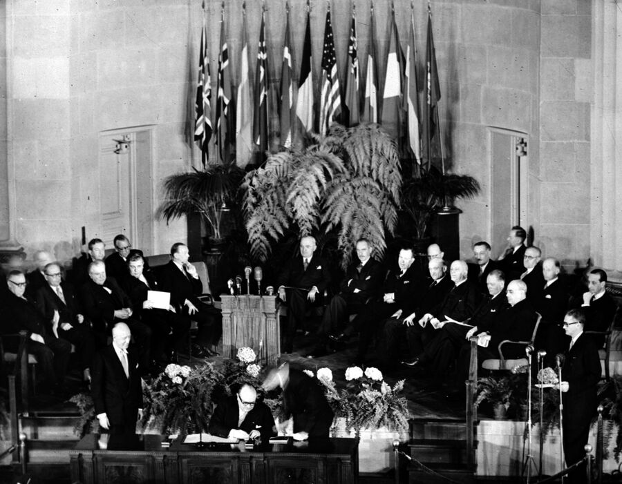 Церемония подписания Североатлантического договора в Вашингтоне. 4 апреля 1949
