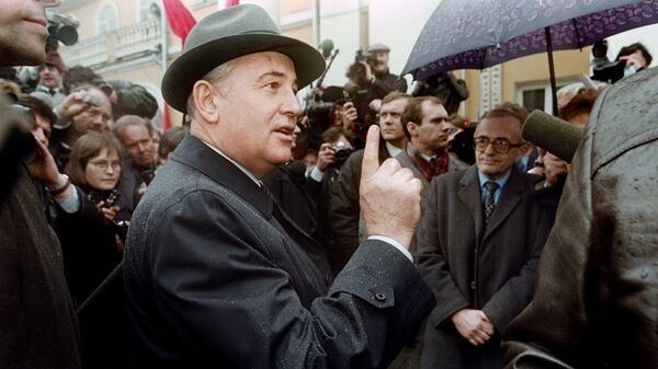 Председатель Президиума Верховного Совета СССР Михаил Горбачев. 26 марта 1989