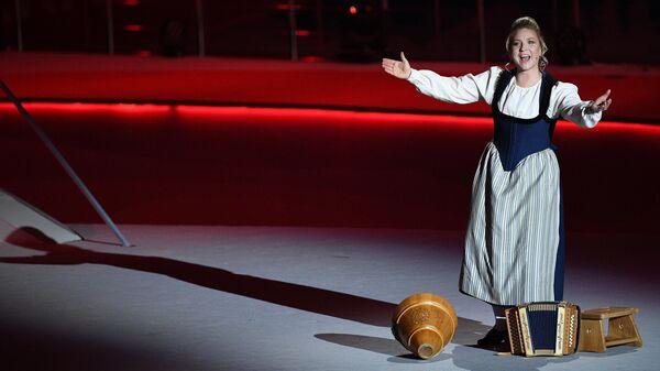Швейцарская певица Хельвети на церемонии закрытия Универсиады