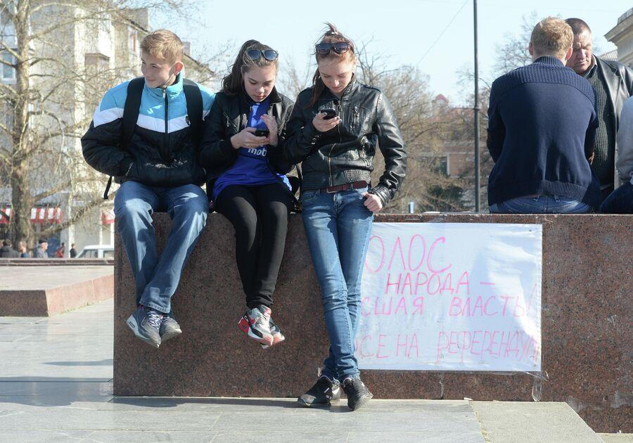 Жители Симферополя накануне референдума 16 марта