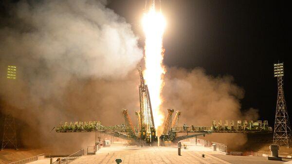 Старт ракеты-носителя Союз-ФГ с пилотируемым кораблем Союз МС-12 со стартового стола первой Гагаринской стартовой площадки космодрома Байконур