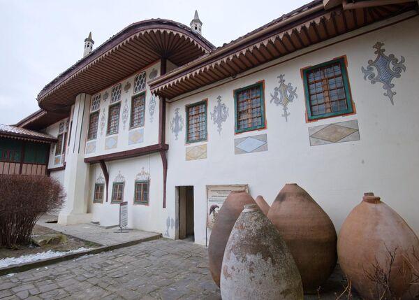 На территории Ханского дворца во время реставрационных работ в рамках подготовки к 100-летию музейного комплекса Ханского дворца в Бахчисарае