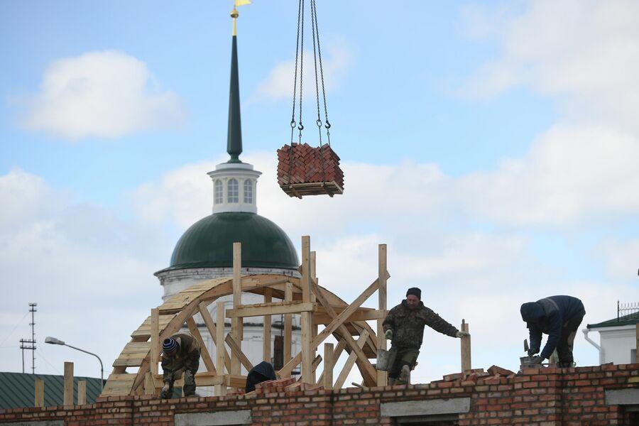 Восстановительные работы на территории Саровского монастыря