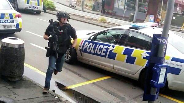 Полицейский во время стрельбы в Крайстчерче, Новая Зеландия. 15 марта 2019