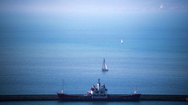 Парусник в порту Кальяри (Сардиния)