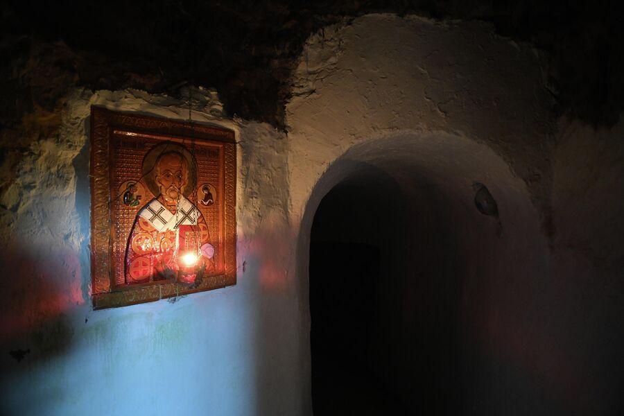 Алтарь подземной церкви Саровского монастыря
