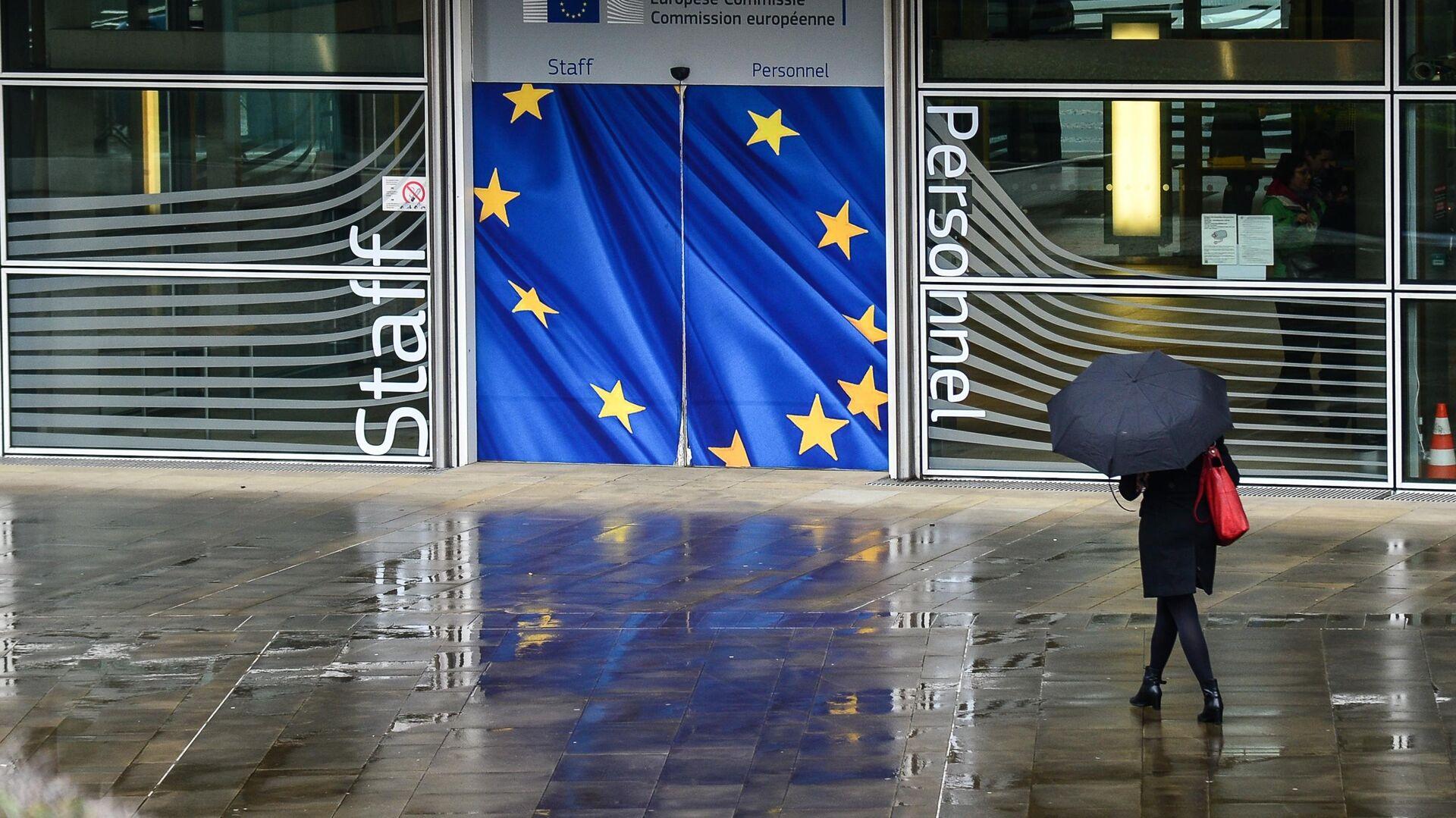 Вход в здание Еврокомиссии в Брюсселе - РИА Новости, 1920, 15.05.2021