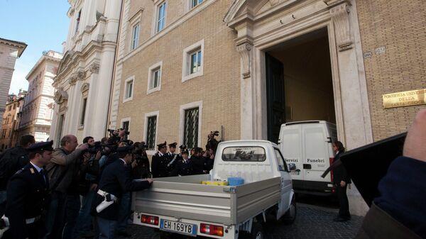 Вскрытие могилы главаря мафии Энрико де Педиса, 2012 год
