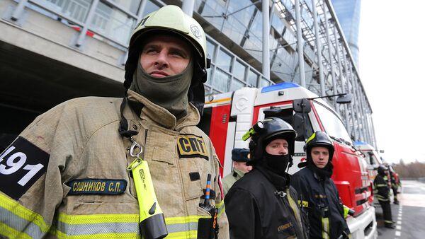 Сотрудники пожарной охраны МЧС РФ