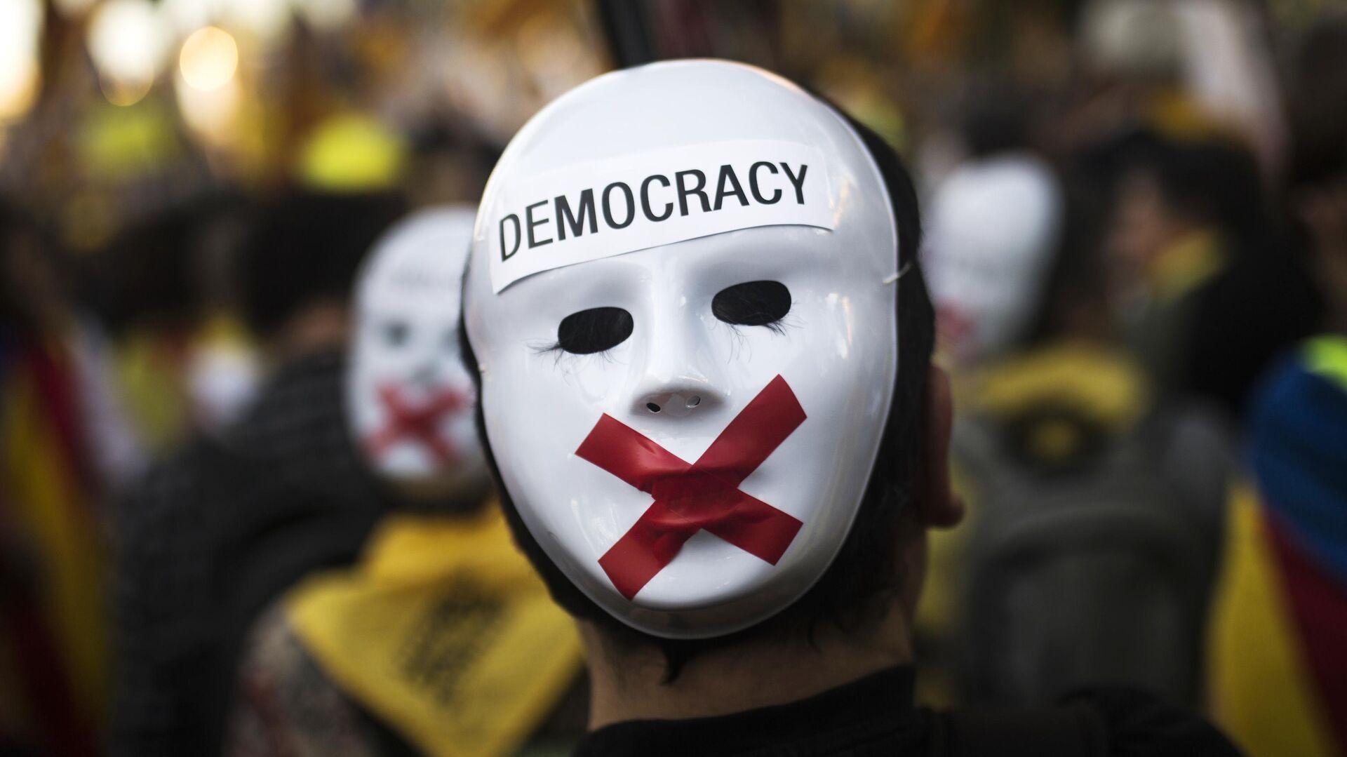 Участник акции в поддержку независимости Каталонии в Мадриде. 16 марта 2019 - РИА Новости, 1920, 15.09.2020