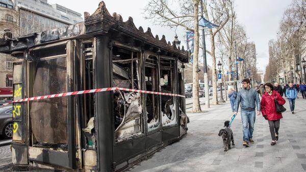 """В Париже на акции """"желтых жилетов"""" задержали более 50 человек"""
