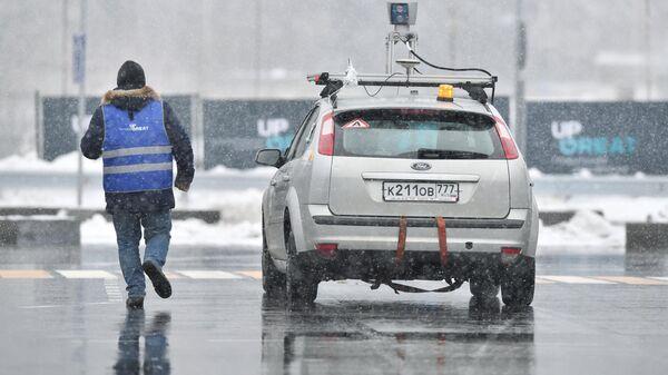 Беспилотный автомобиль во время испытаний в зимних условиях на полигоне НАМИ