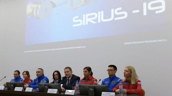 Участники эксперимента по моделированию полета на Луну SIRIUS-19