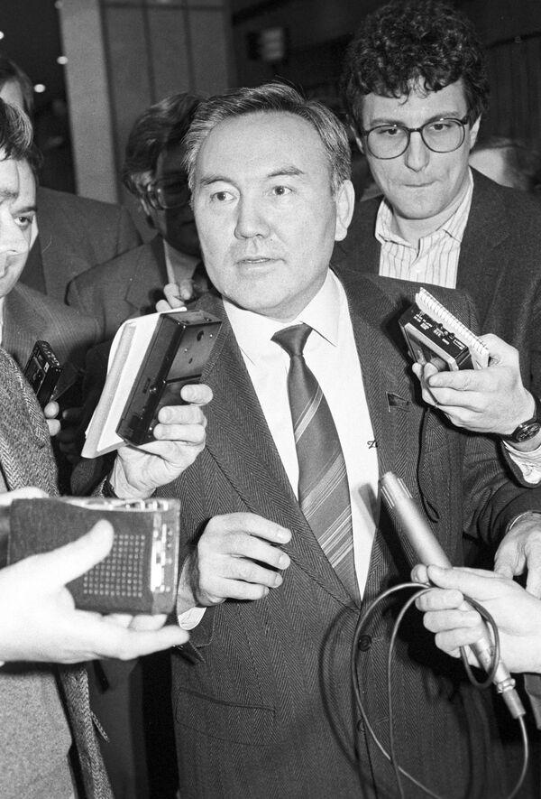 Президент Казахстана Нурсултан Назарбаев отвечает на вопросы журналистов