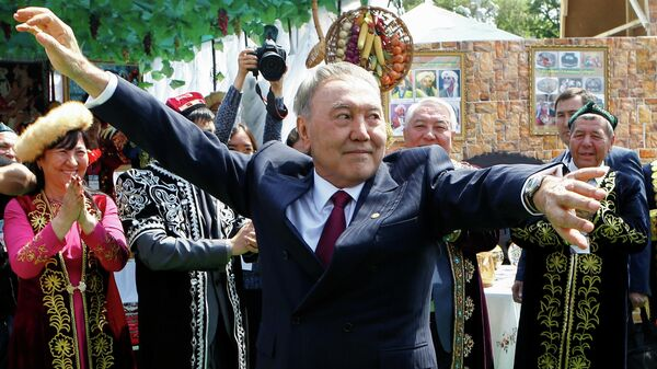 Президент Казахстана Нурсултан Назарбаев на праздновании Дня Народного единства