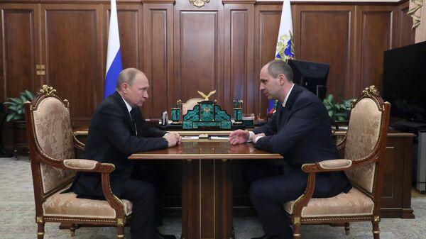 Владимир Путин во время рабочей встречи с Денисом Паслером. 21 марта 2019
