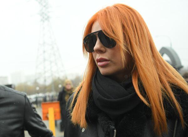 Певица Анастасия Стоцкая перед началом церемонии прощания с певицей Юлией Началовой