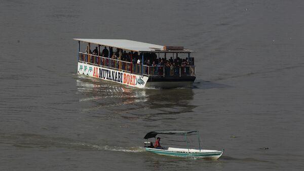 Паром на реке Тигр в Ираке