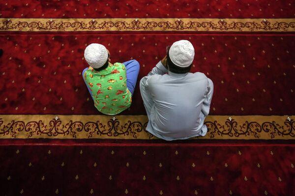 Мусульмане в мечети в Гонконге