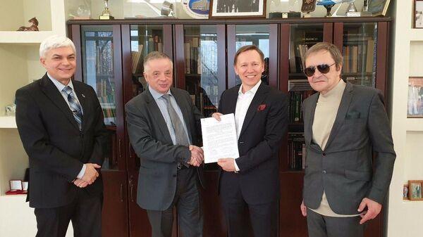 Руслан Юнусов и Николай Кудрявцев подписывают соглашение о создании базовой кафедры МФТИ в РКЦ