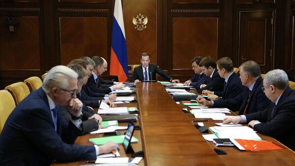 Председатель правительства РФ Дмитрий Медведев провел совещание по вопросу О защите и поощрении капиталовложений и развитии инвестиционной деятельности в Российской Федерации.